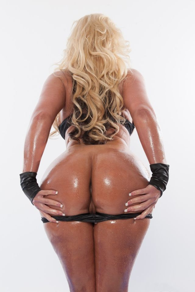 Phoenix Marie Shows Off Her Hot Body And Sexy Big Oiled Ass 1